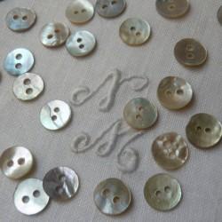 Botón de Nácar Circular 0,7 cm - 12/u.
