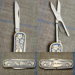 Tijera-navaja plegable de bordadora con motivo floral con malvas